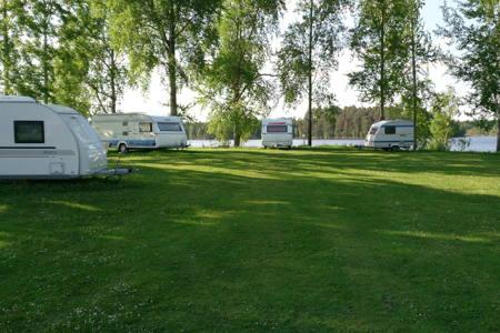 Redan i maj månad 2013 fanns flera husvagnar på plats