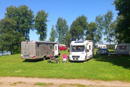 Sommar med husbilar, husvagnar och tält